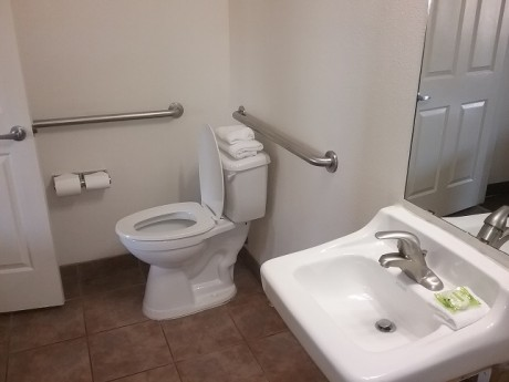 Welcome To Premier Inns Metro Center - Accessible Private Bathroom